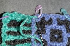 17-attach-yarn-to-corner